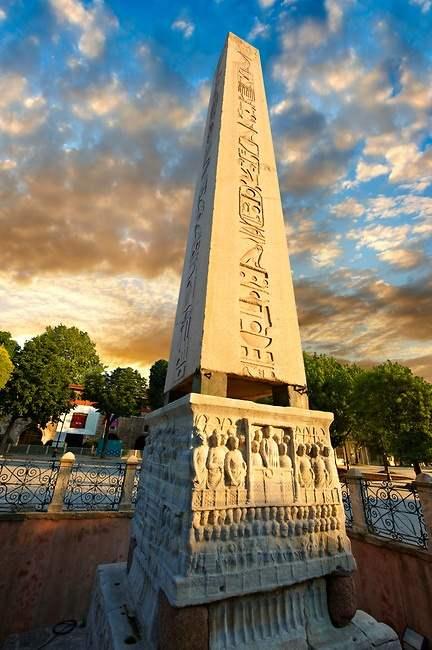 Площаль Ипподром - Египетский обелиск